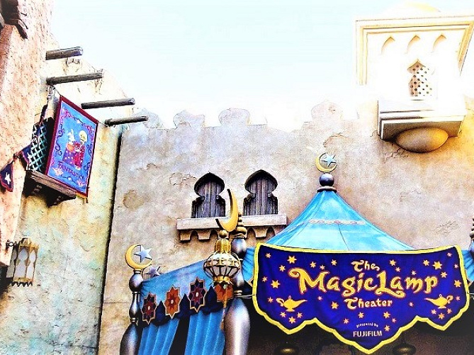 【アラジンの世界へ】マジックランプシアターとは?TDSのマジックショーアトラクション!