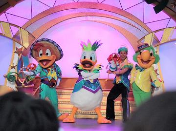 【最新】ディズニーランドのショー「レッツ・パーティグラ!」完全ガイド!場所・時間・抽選・キャラクター