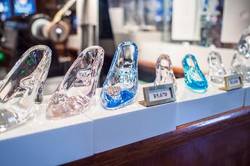 【TDL】ガラス専門店クリスタルアーツ完全ガイド!ガラスの靴や名入れオリジナルグッズの値段まとめ♪
