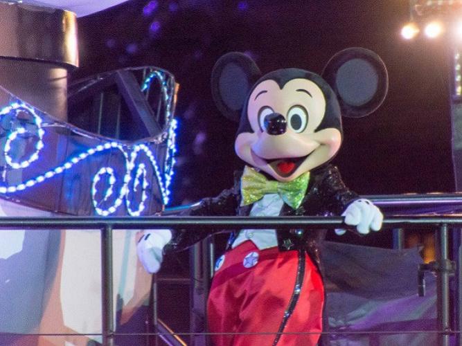 【2018】ミッキーコスプレのポイントまとめ!ディズニーハロウィンで仮装を楽しもう!