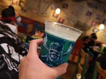 ディズニーのお酒を楽しむ方法!お酒&おつまみの種類まとめ!おすすめスポットも!