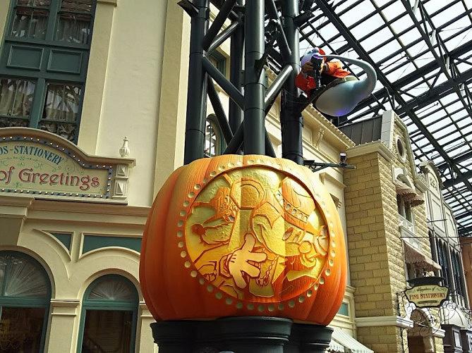 【2019】秋のディズニーの服装と持ち物は?9月・10月・11月のおすすめ&寒さ対策!