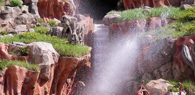 【2020】夏ディズニーの服装!暑さ対策&持ち物まとめ!熱中症予防と濡れ対策!