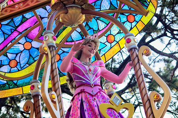 ディズニープリンセス「オーロラ姫」グッズ・会える場所・あらすじ!ドレス等の豆知識も!