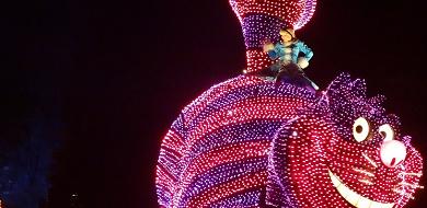 【チェシャ猫】ふしぎの国のアリスの猫!名言・グッズ&ディズニーで会える場所!