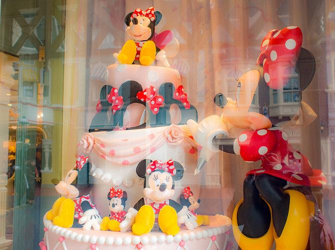【2019】ディズニーランドのおすすめショップまとめ!お土産・グッズ別に紹介!服やお菓子はどこで買う?