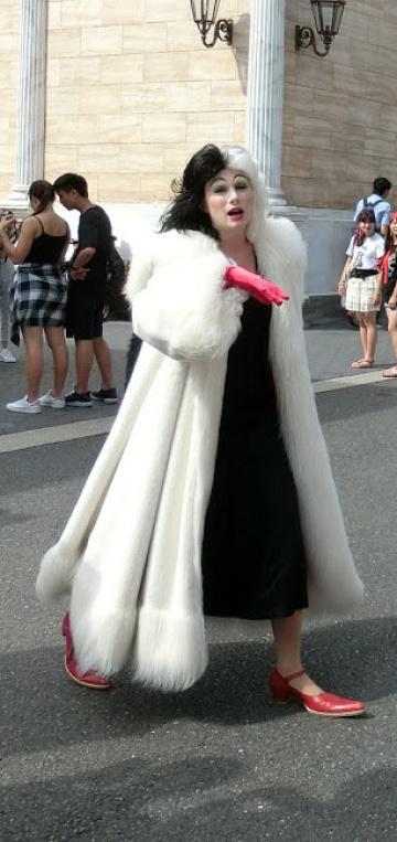 【クルエラのコスプレ】ディズニー仮装のポイント・衣装・メイク方法・予算まとめ!
