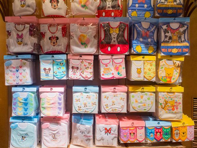 【2019】ディズニーベビーグッズ30選!赤ちゃん向けTシャツ・スタイ・おくるみ・カバーオール・おもちゃ!