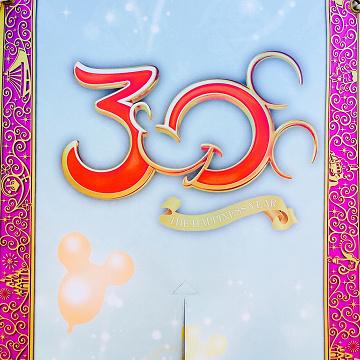 【ディズニーランド】歴代の「周年ロゴ」8選!オープニングから35周年までのロゴ&パレードまとめ!