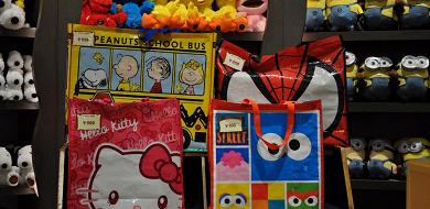 【2019】USJのお土産袋まとめ!無料袋のサイズやデザイン、有料袋のキャラクターと値段は?