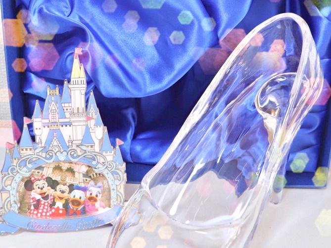 ディズニーのスワロフスキーグッズ12選!ミッキー、オラフ、美女と野獣のバラ、パークで一番高い商品も!