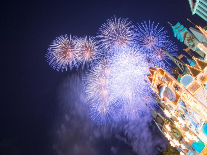 ディズニーで花火を見よう!打ち上げ場所はどこ?ランド&シーの穴場の観賞スポット、中止の条件も