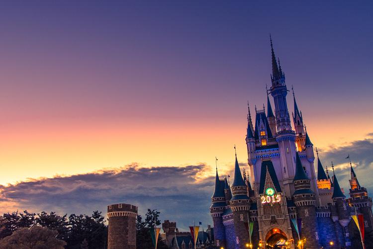 【2019-2020】ディズニー年末年始イベント情報!年越しの応募方法や混雑予想まとめ!寒さ対策も!
