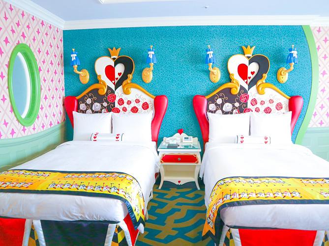 【2020】ディズニーランドホテル「アリスルーム」に泊まってみた!客室フォトレビュー!