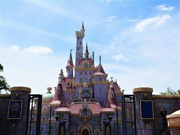 """【2020年オープン】美女と野獣""""魔法のものがたり""""とは?ディズニーランドに新アトラクション登場!"""