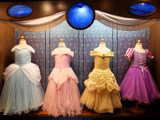 【2021】ディズニーランドで買える子供服&ベビー服!なりきりドレスまとめ!スタイなどの小物系も!