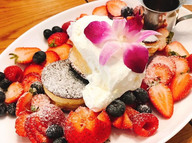 【最新】ハワイの絶品グルメ8選!アサイーボウル・パンケーキ・ロコモコ・ポキ丼など