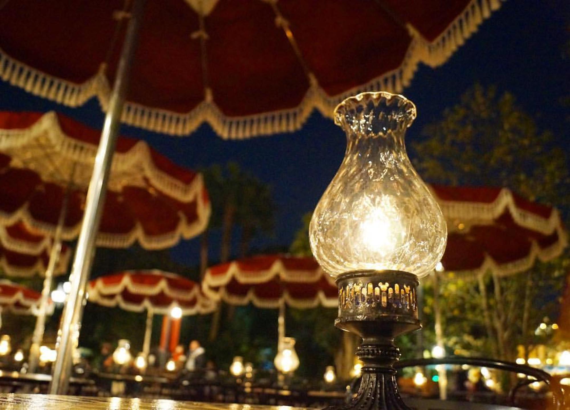 夜のカフェ・オーリンズもまた違った雰囲気でロマンチック♡