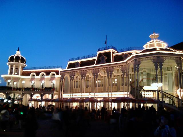 東京ディズニーランドには訪れてみたいショーレストランが2店舗も