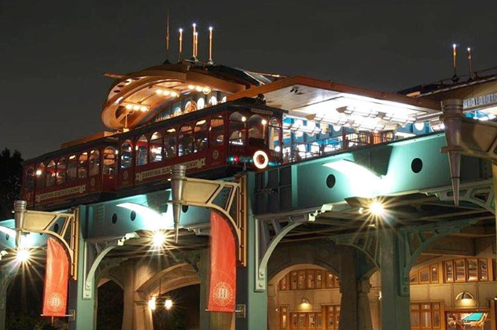 夜のポートディスカバリー駅
