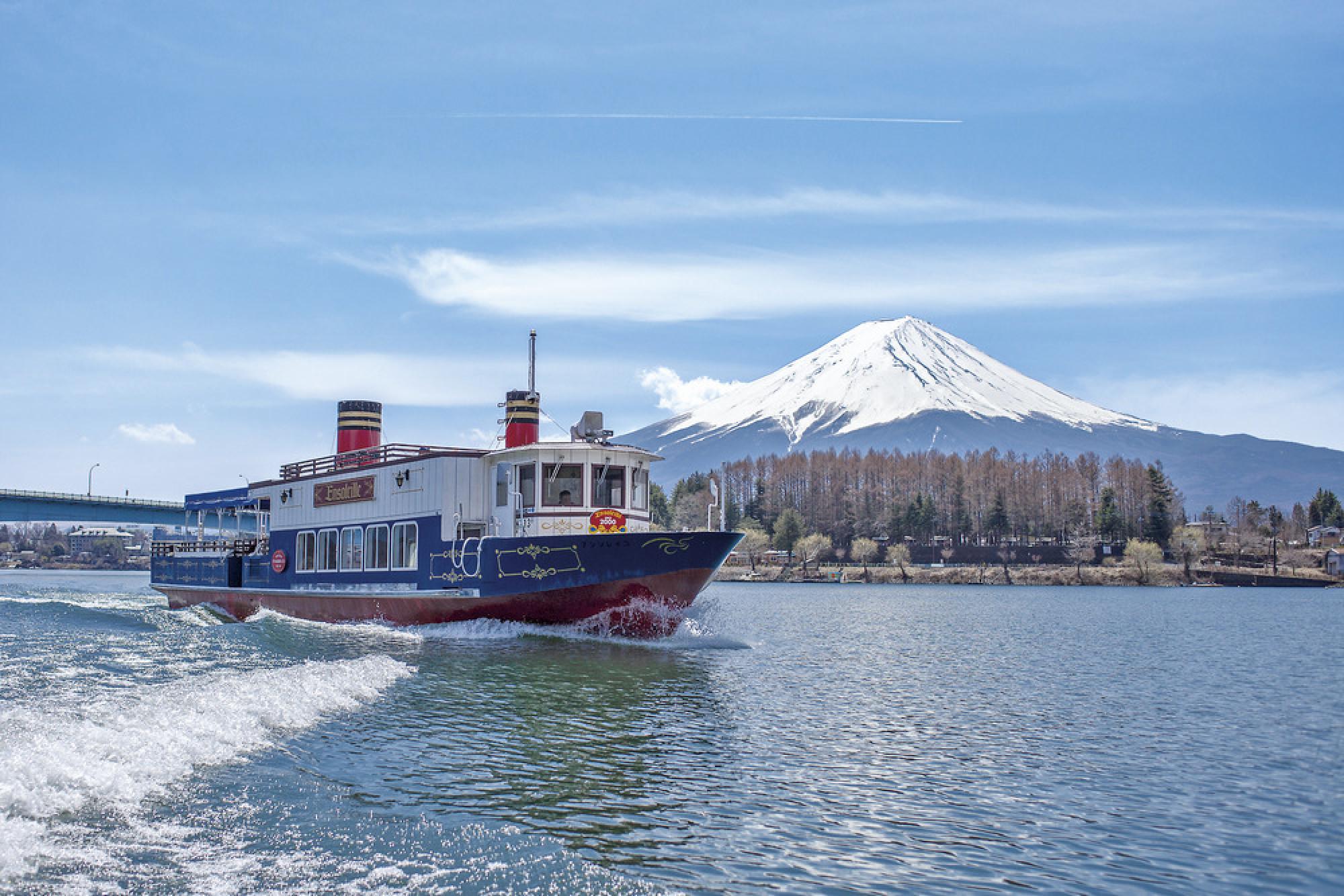富士急ハイランドのチケットには交通機関とのセット券もあります