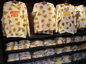 【10/23発売】新イヤーハットが登場!ミッキーワッフル&ピザがかわいいフードアパレルグッズに!