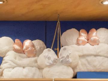 【11/1発売】ディズニークリスマスグッズ!ふわふわ真っ白アパレルと雪のようなパスケースが発売!