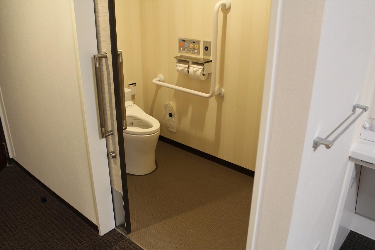 段差なし、スライドドアのトイレ