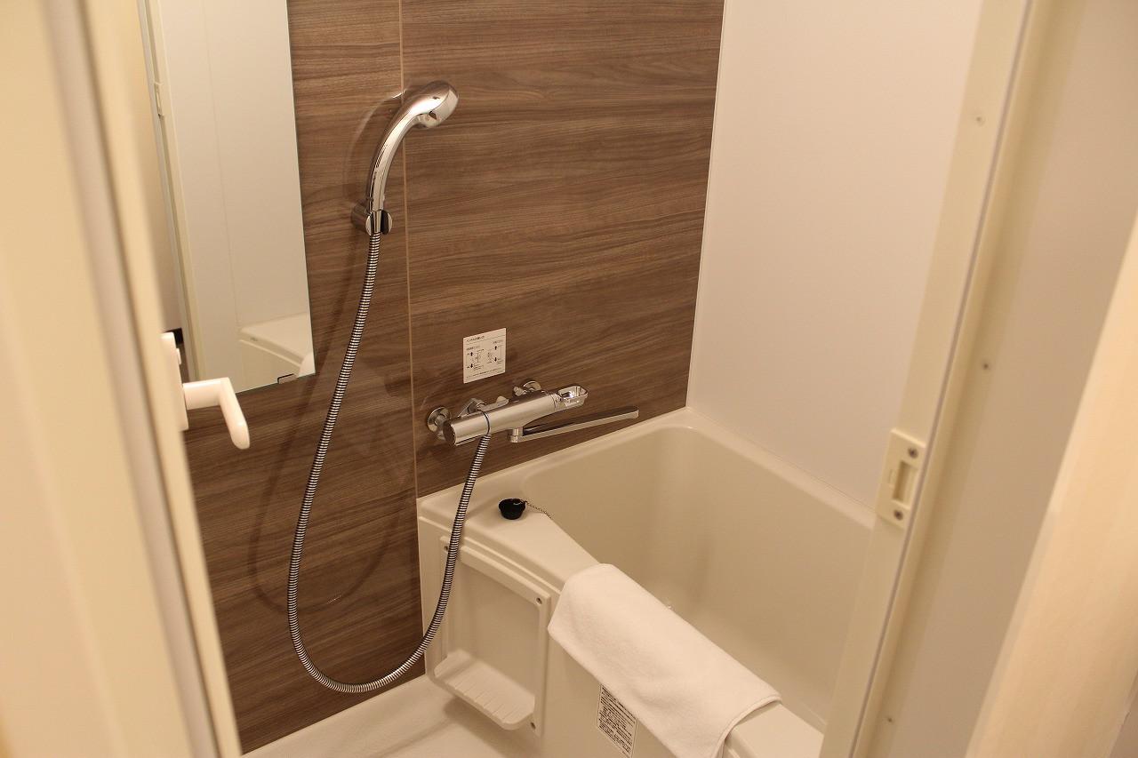 5階客室の独立したバスルーム