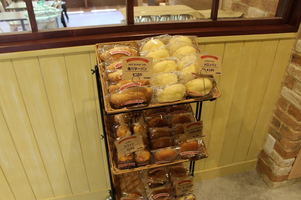 1階ロビーで販売されているパン