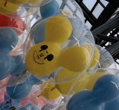 黄色のミッキー風船