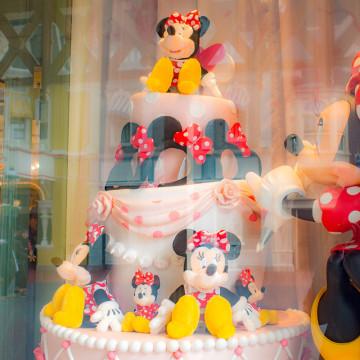【ディズニー&カンパニー】キャラクターグッズとイベントグッズのお店!内装にも注目!おすすめグッズも!