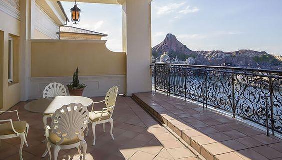 ホテルミラコスタの客室から見えるポルト・パラディーゾ