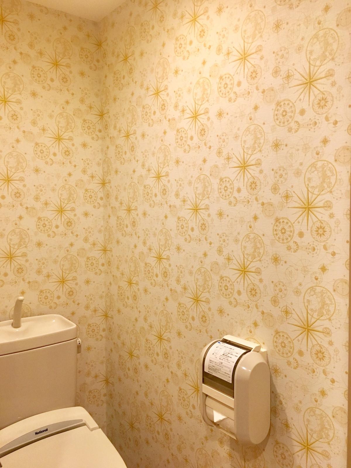 ティンカーベルが魔法をかけたような壁紙がかわいい キャステル