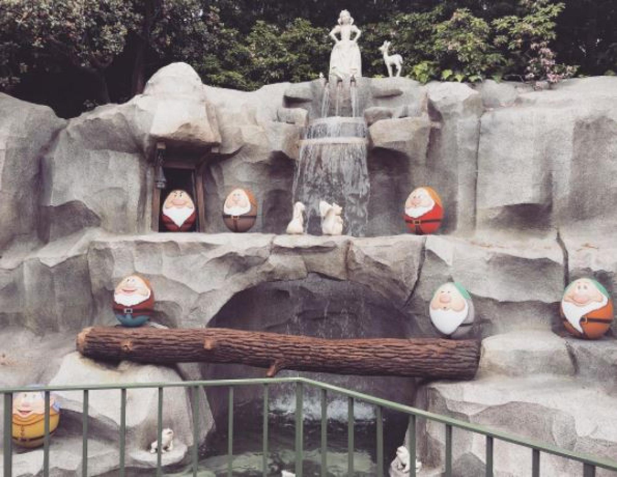 白雪姫の像