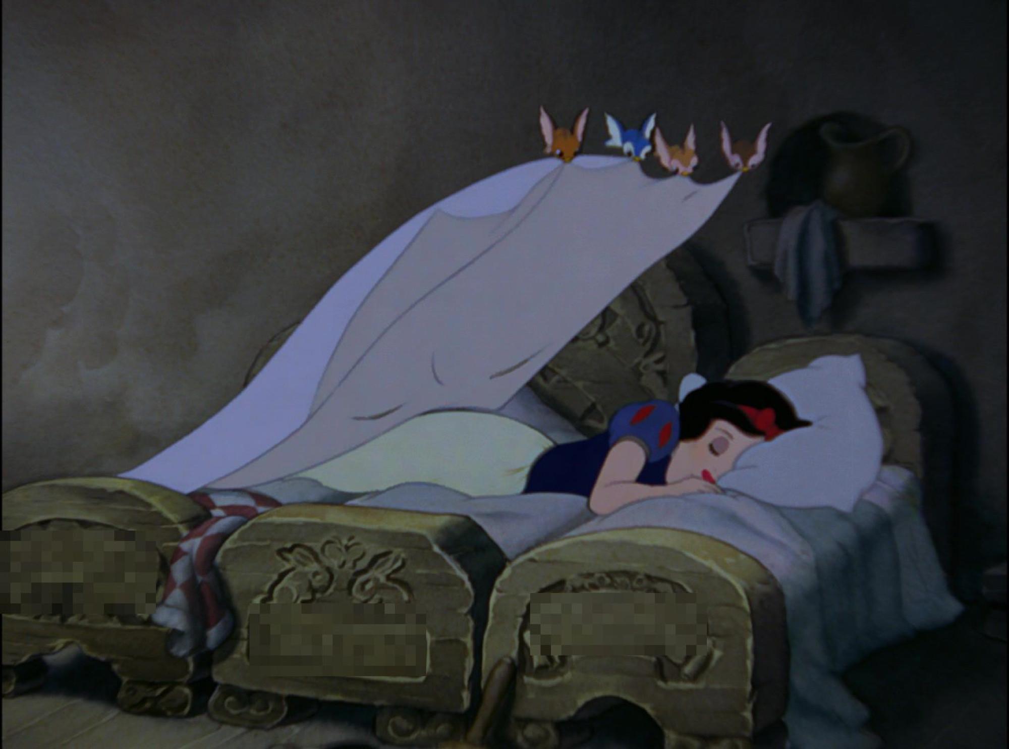 白雪姫が横になった小人のベッドは誰のもの?
