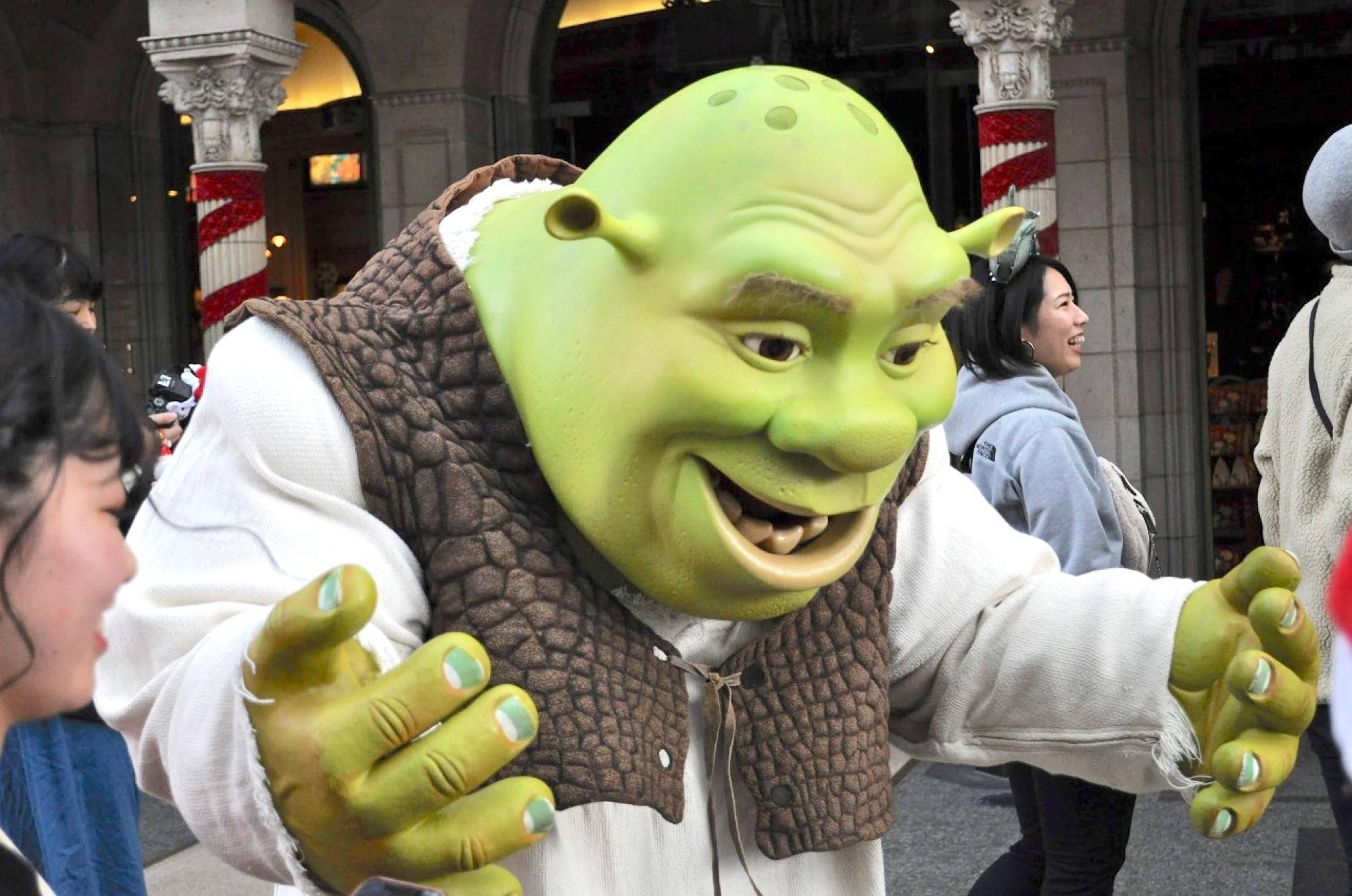 ユニバのグリーティングに登場する緑の怪物も人気者
